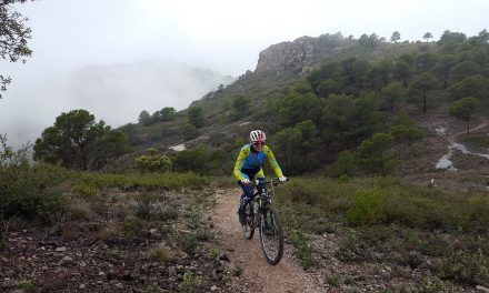 Crónica ruta MTB Molina Alcantarilla Antenas Carrascoy Descenso por senda hacia Torre Guil