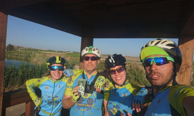 El descolgado del pelotón o lastre en una ruta de ciclismo de carretera