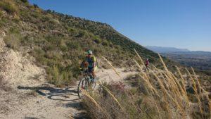 Ascenso en ruta de ciclismo de montaña por sierra de la Muela de Albudeite por Comunidad Biker MTB
