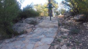 Descenso senda empedrada de la sierra de la Muela de Albudeite por Patricia Carmona por Comunidad Biker MTB