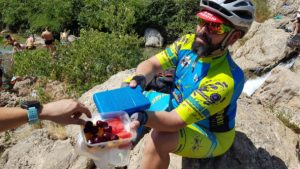 Táper con fruta fresca del comunitario Picón en La Poza de Bullas por Comunidad Biker MTB