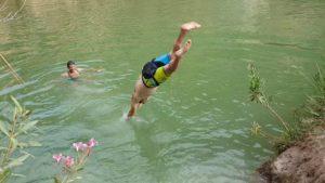 Baño en Fuente Caputa en Yéchar por Comunidad Biker MTB