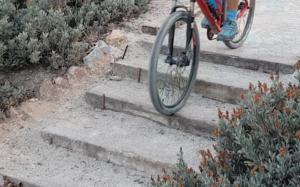 Técnica de descenso de escaleras en ciclismo de montaña - Escalones de dificultad baja