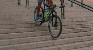 Técnica de descenso de escaleras en ciclismo de montaña - Escalones de dificultad media