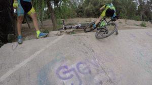 Caida de ciclista de montaña en Contraparada por comunitario Clemente por Comunidad Biker MTB