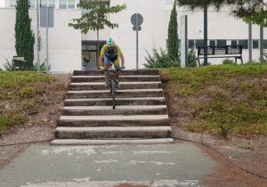 Descenso de escaleras probando el estabilizador gimbal WG2 de Feiyu por Comunidad Biker MTB