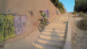 Descenso de rampa inclinada hormigonada por comunitaria Patricia por Comunidad Biker MTB en Altorreal