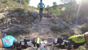 Ascenso de escalón de piedra en ciclismo de montaña por Coto Cuadros por Comunidad Biker MTB