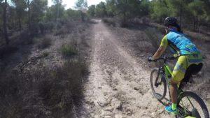 Ciclista de montaña por el Coto Cuadros Patrica Carmona por Comunidad Biker MTB