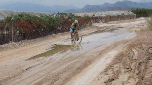 Bicicleta de montaña en barrizal por Comunidad Biker MTB