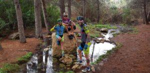 Ciclistas de montaña en el nacimiento del Coto Cuadros por Comunidad Biker MTB