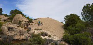 Comunitario Alonsojpd rodando por la piedra virgen del Monte Arabí cerca de la Cueva del Mediodía por Comunidad Biker MTB