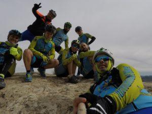 Comunitarios en el Monte Arabí cerca de la Cueva del Mediodía en Yecla por Comunidad Biker MTB