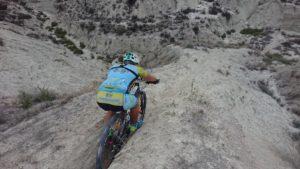 Descenso por zanja en ciclismo de montaña por Alonsojp en Rambla Salada por Comunidad Biker MTB