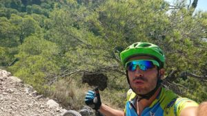Escoba de bruja en pino en sendero del Aguilucho en sierra de Ricote por Comunidad Biker MTB