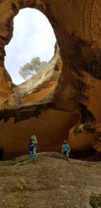 Interior de la Cueva del Mediodía en el Monte Arabí en Yecla por Comunidad Biker MTB