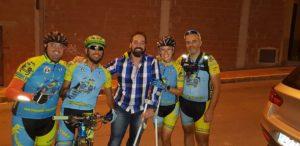 Visita al comunitario Picón tras su caída por Comunidad Biker MTB