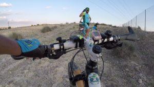 Paquito206 fotografiando a los que van subiendo en las 3J del circuito demoníaco de patrick por Comunidad Biker MTB