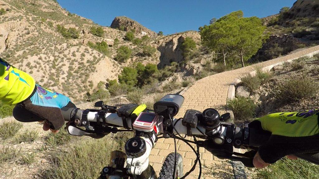 Ascenso del Scalextric en la sierra de la Navela por Comunidad Biker MTB