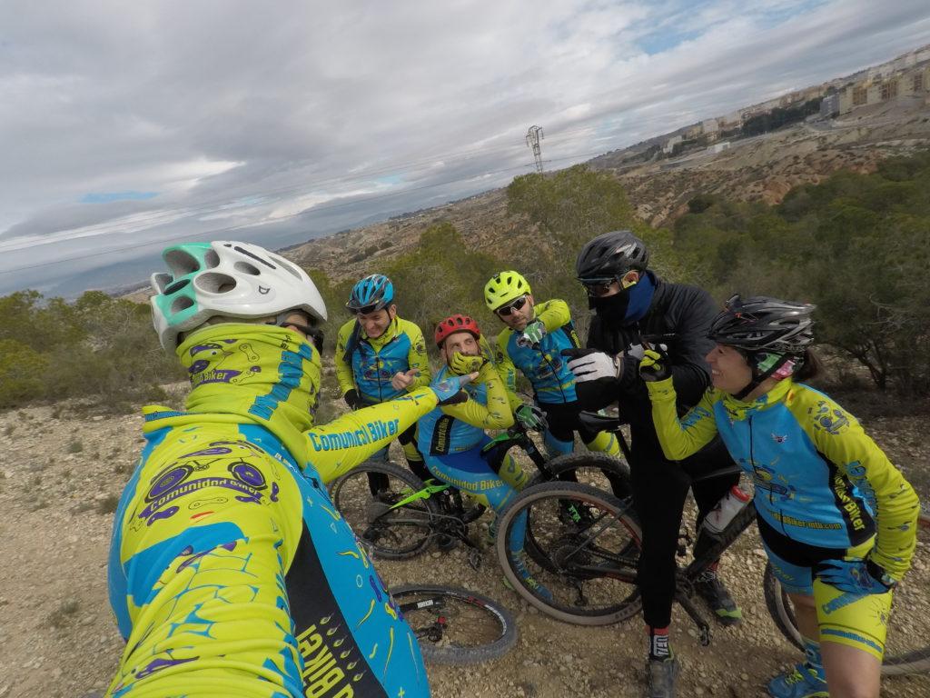 Ciclistas comunitarios haciendo el tonto en las Salinas de Molina por Comunidad Biker MTB