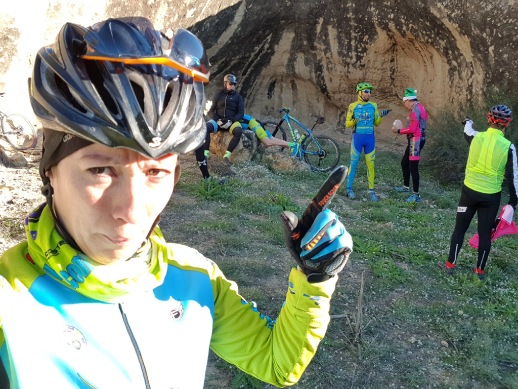 Preparando el villancico comunitario en la Cueva del Belén por Comunidad Biker MTB