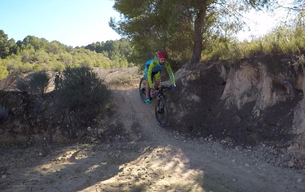 Descenso por montañas de Pliego del comunitario Kronxito por Comunidad Biker MTB
