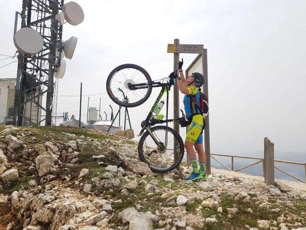 Cartel de Cumbre de El Yelmo por Comunidad Biker MTB